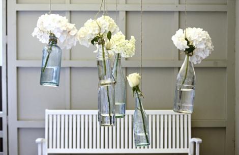Floreros-colgantes-con-botellas-de-vidrio
