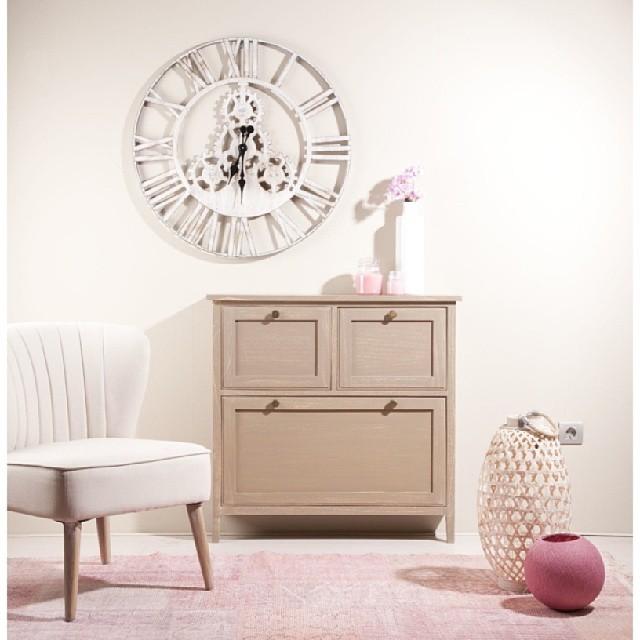 Un nuevo #zapatero color avellana, este mueble es tan bonito que quedará perfecto en cualquier espacio de tu hogar. Nosotros lo hemos colocado en la entrada, y tú, ¿dónde lo podrías? #banakimporta