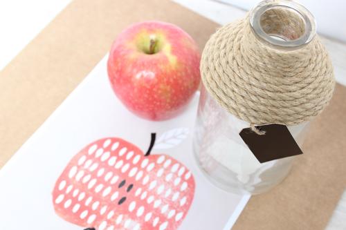 botella y manzana